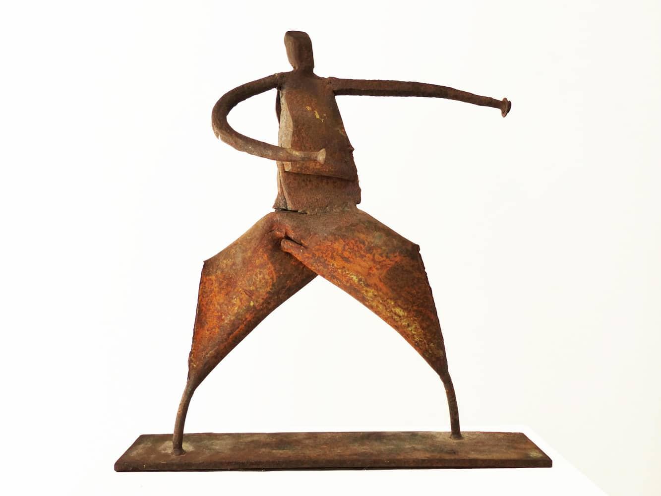 Chris-Kircher-Skulptur-aus-Stahl-die-Kaempferin