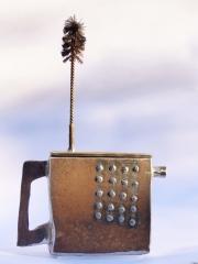 Chris Kircher, Skulptur aus Stahl, Teekanne 4