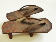 Chris Kircher, Schuhe aus Metallschrott, Getas